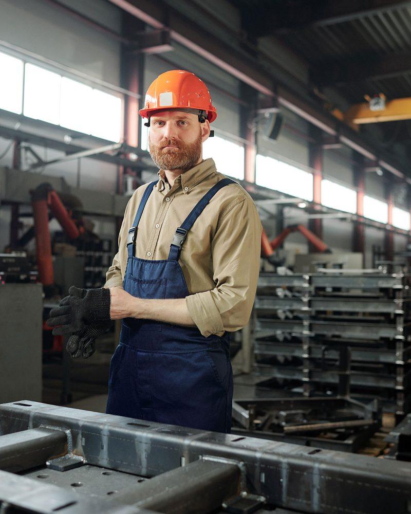 manufacturing-worker-putting-on-gloves-K76MN56.jpg